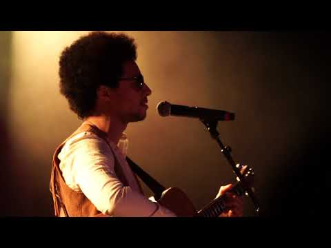 Video Lean on Me: José James Celebrates Bill Withers